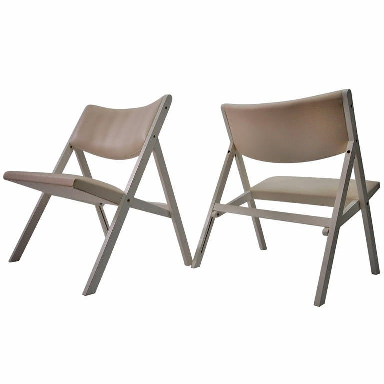 Pair of Gabriella chairs in white lacquer designed by Gio Ponti, and produced by Walter Ponti, circa 1968. One of Gio Ponti's last chair designs, and one of the few designs that he did for folding chairs. Very architectural, the pair is in near