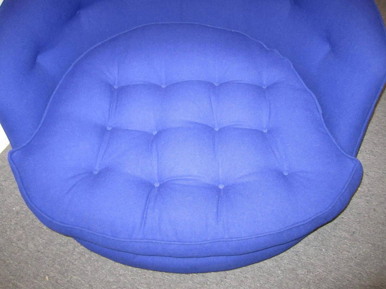 Fabulous Oversized Round Circular Milo Baughman Swivel