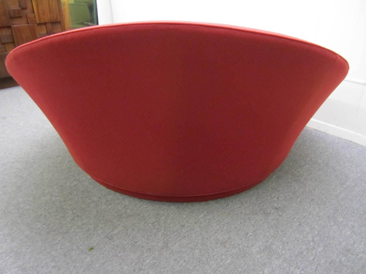 Fabulous Circular Round Lounge Chair by Milo Baughman Mid Century Modern at