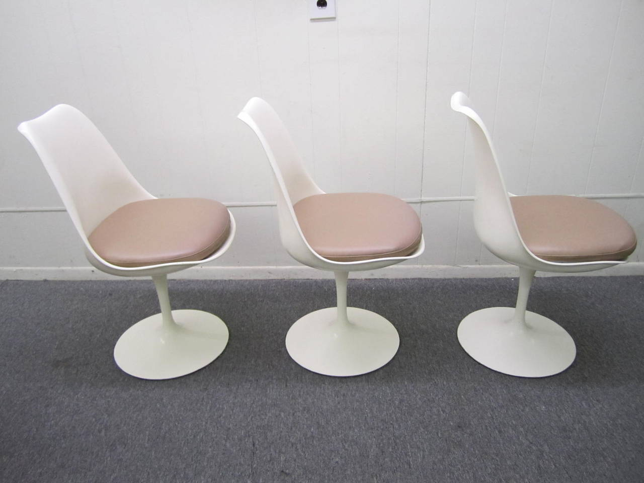 Six vintage knoll saarinen white tulip swivel dining for Swivel dining chairs modern