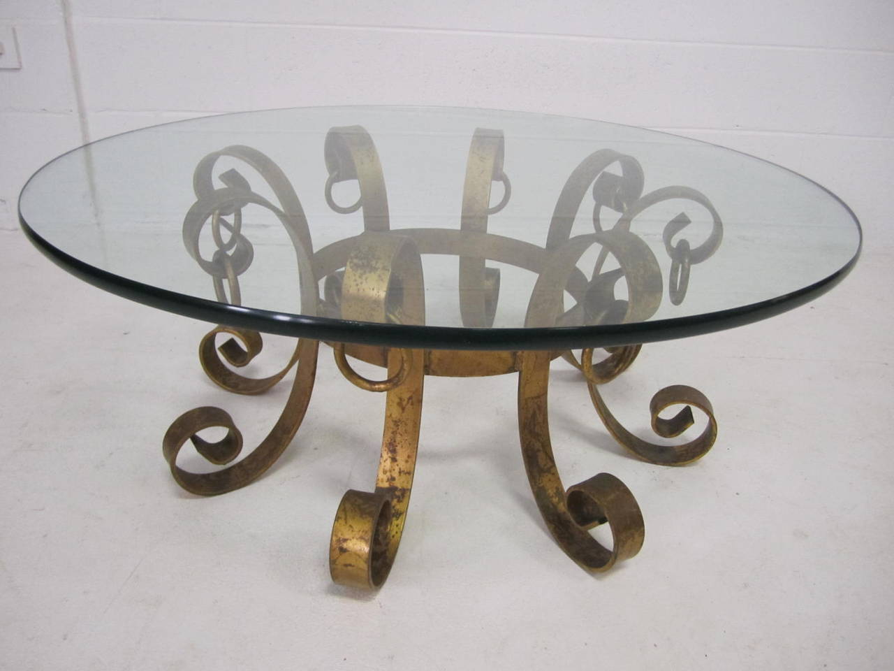 Beautiful gilded iron scroll coffee table hollywood for Antique scroll coffee table