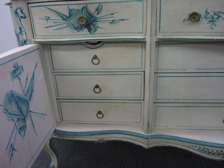 Early 20th Century French Painted Neoclassical Hollywood Regency Credenza For Sale 1
