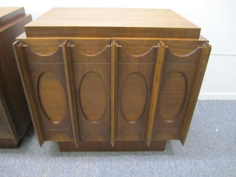 Gorgeous Pair of Brutalist Evans inspired Night Stands Mid-century Modern In Good Condition For Sale In Pemberton, NJ