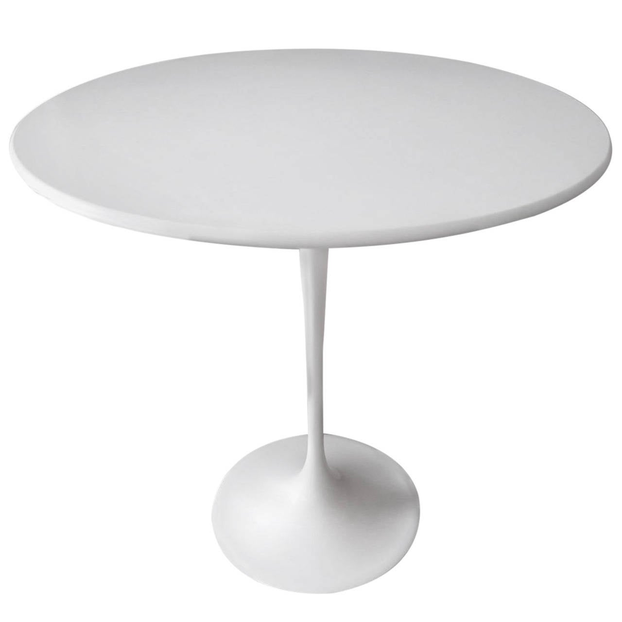 ... Vintage Knoll Saarinen, Round Mid-Century Modern Side Table at 1stdibs