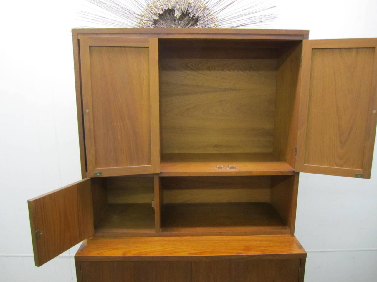 Rare Lane Acclaim Cabinet Caned Hutch, Mid-Century Modern In Good Condition For Sale In Medford, NJ