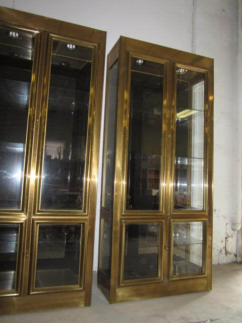 stunning pair of mastercraft brass vitrine mid century regency modern at 1stdibs. Black Bedroom Furniture Sets. Home Design Ideas