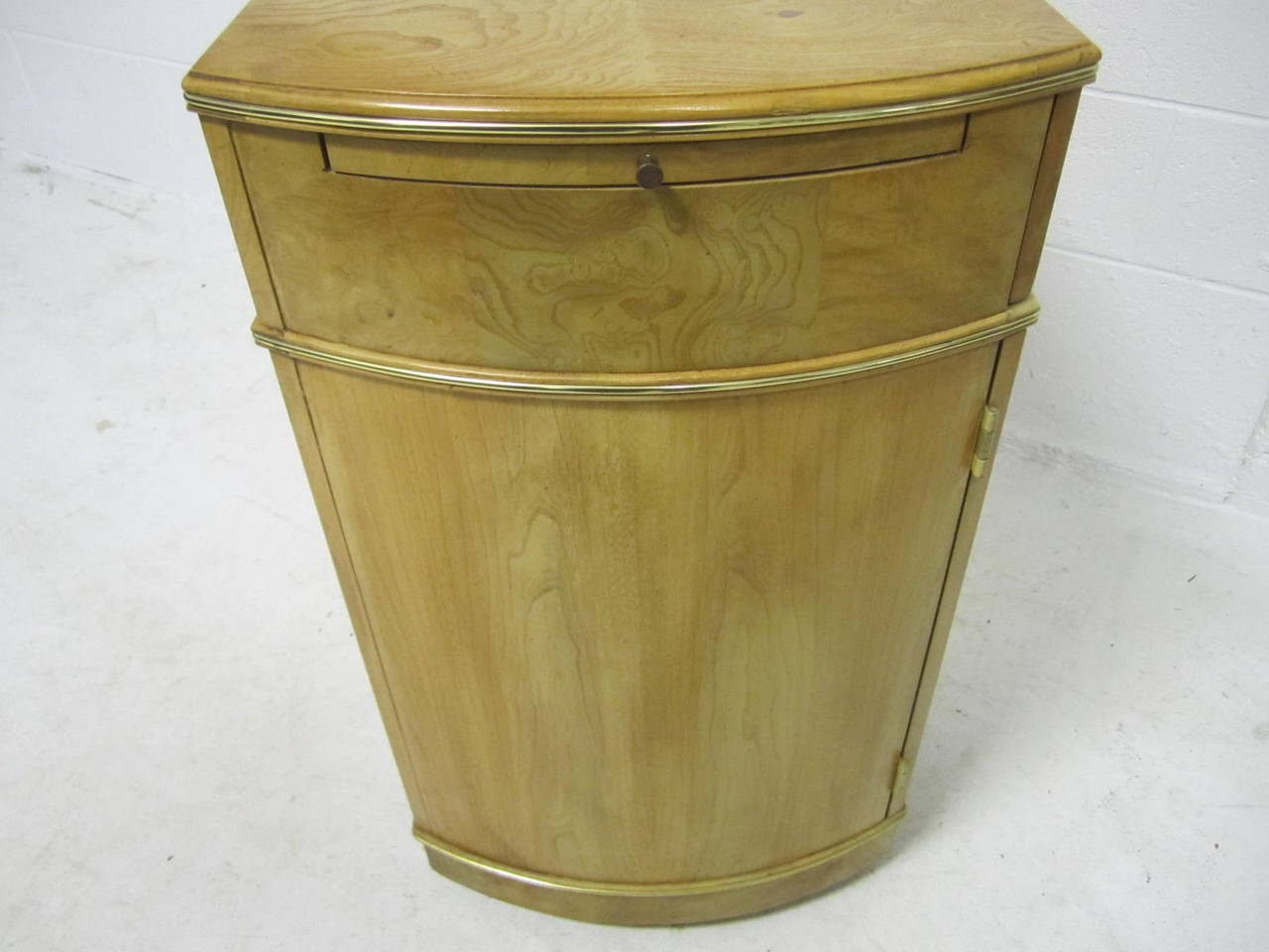 Brass Delightful American of Martinsville Burled Light Wood Bar Cart Mid-Century For Sale