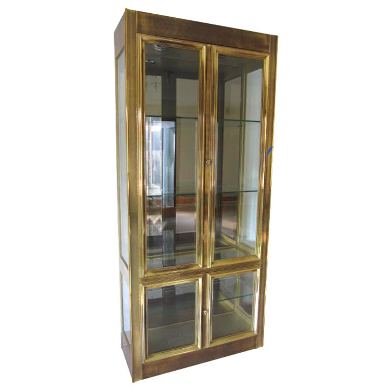 stunning mastercraft brass vitrine mid century regency modern for sale at 1stdibs. Black Bedroom Furniture Sets. Home Design Ideas
