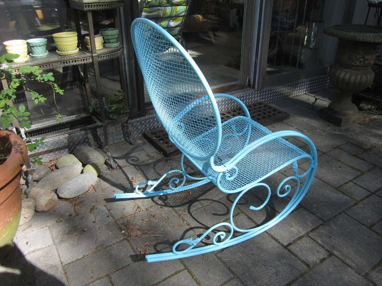 OUTSTANDING MID-CENTURY MODERN SALLTERINI STYLE VINTAGE IRON ROCKER.  THIS ROCKER IS IN VERY GOOD VINTAGE CONDITION -JUST PAINTED AND LOOKS GREAT.  THERE ARE NO BREAKS IN THE WELDS BUT THERE IS ONE SMALL LEAF DETAIL MISSING ON ONE OF THE