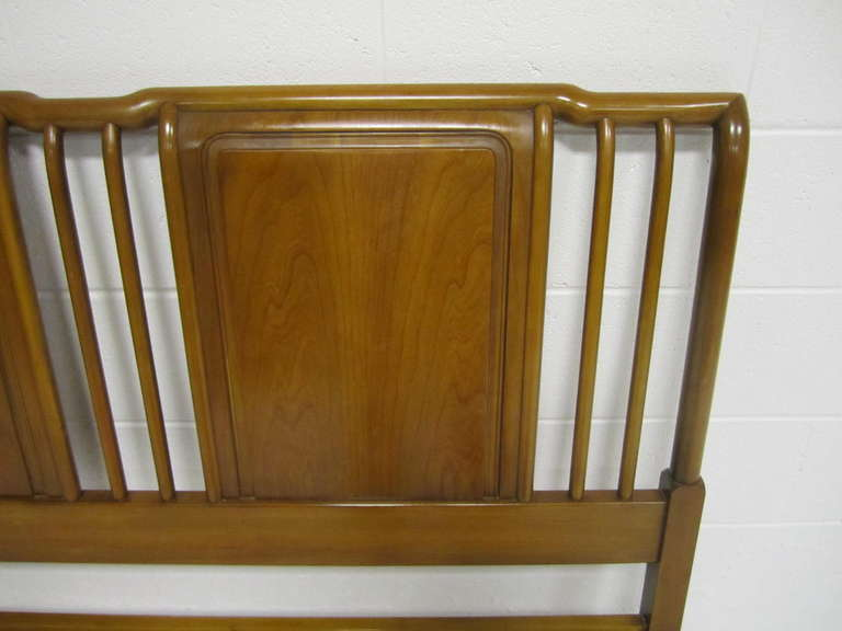 American Lovely John Widdicomb Light Walnut Headboard Mid-Century Modern For Sale