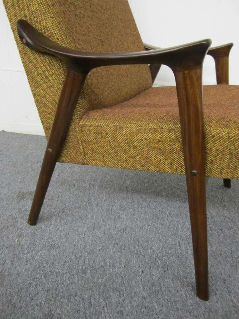 Beautiful Scandinavian Modern Danish Modern Scoop Arm Walnut Lounge Chair With Adjustable  Ottoman For Sale