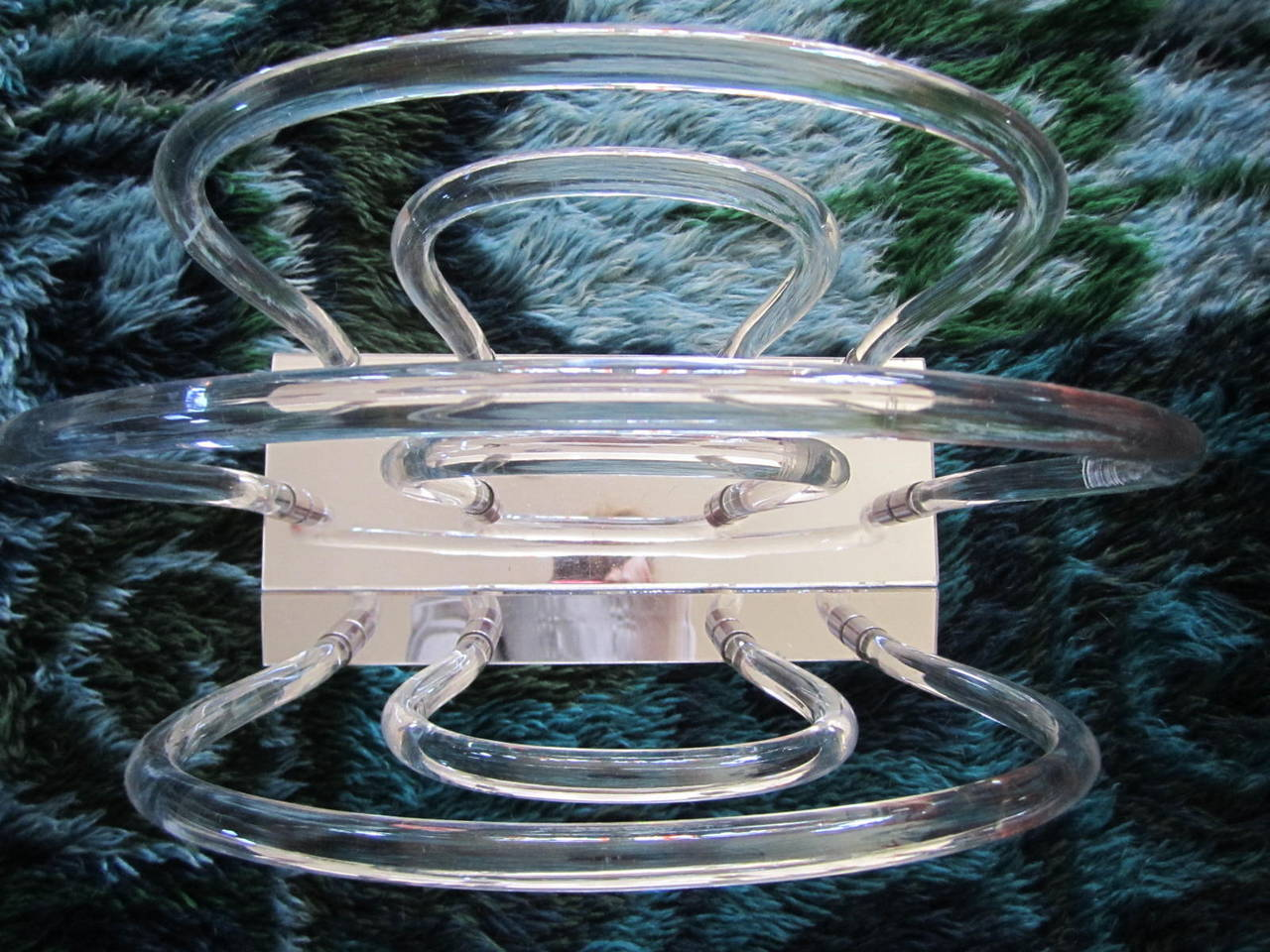 Hollywood Regency Dorothy Thorpe Lucite, Chrome and Mirror Magazine Rack For Sale