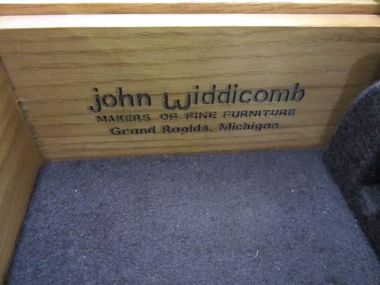 John Widdicomb Mid-century Modern Caned Top Dale Ford In Good Condition For Sale In Pemberton, NJ