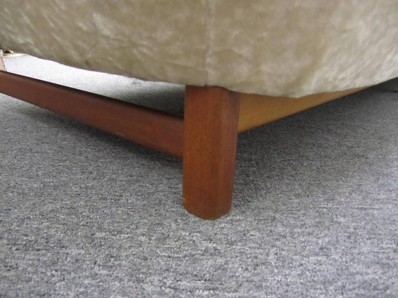 Dazzling R. Huber Curved Back Teak Sofa, Mid-Century Danish Modern In Good Condition For Sale In Medford, NJ