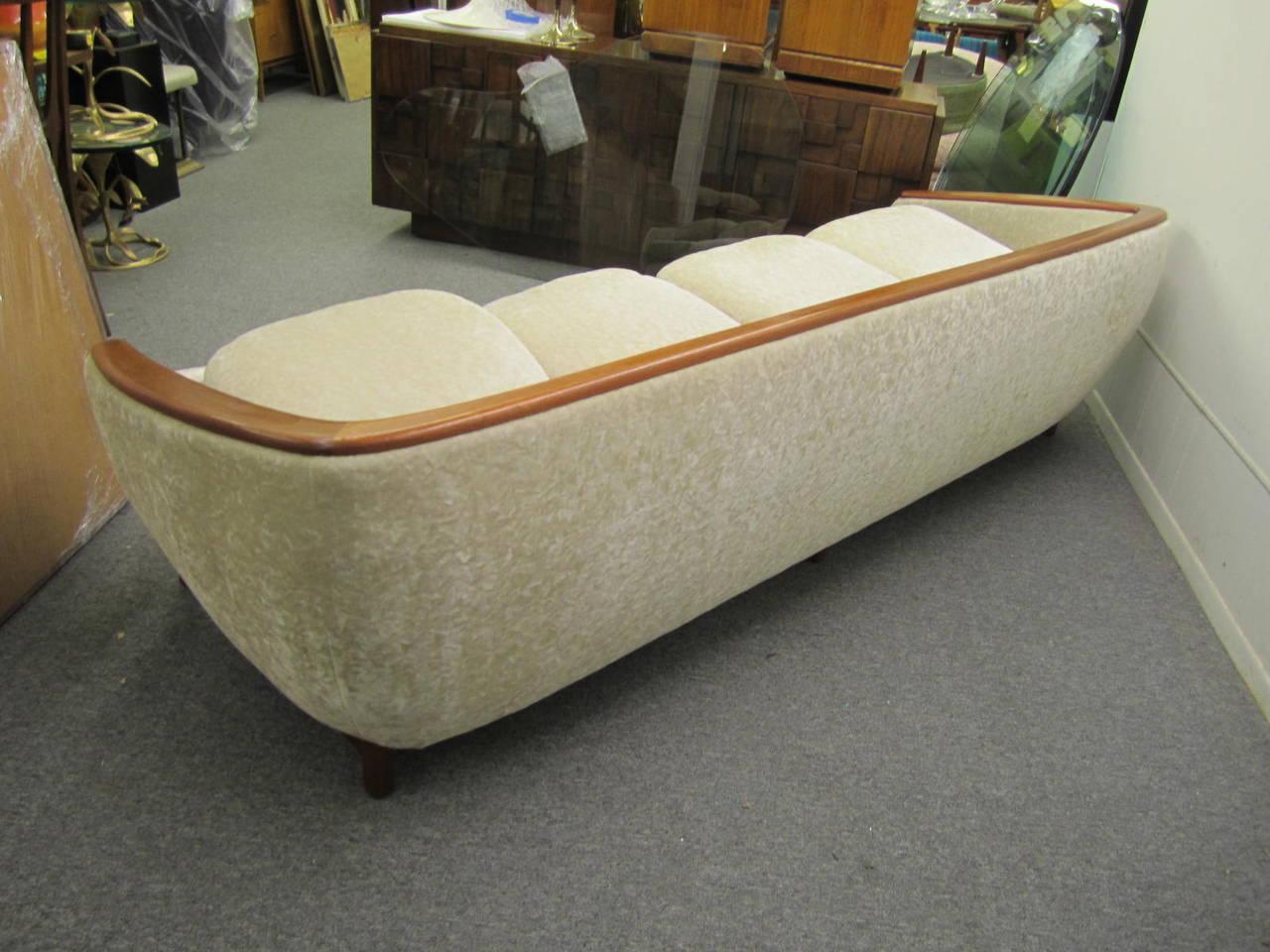 Dazzling R. Huber Curved Back Teak Sofa, Mid-Century Danish Modern For Sale 3