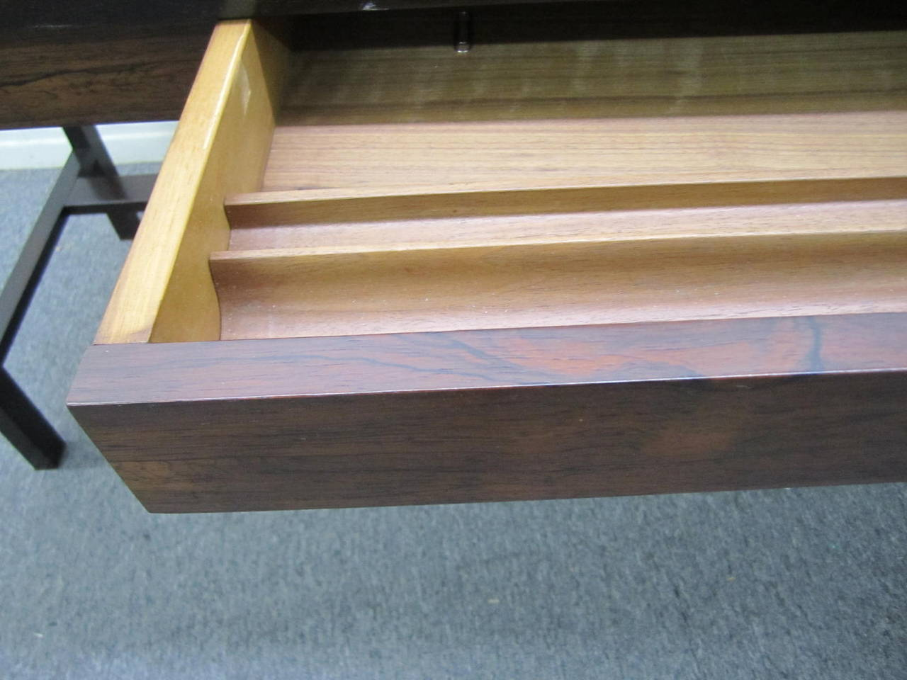 Excellent Rosewood Roll Top Desk by Edward Wormley for Dunbar Mid-Century Modern For Sale 4