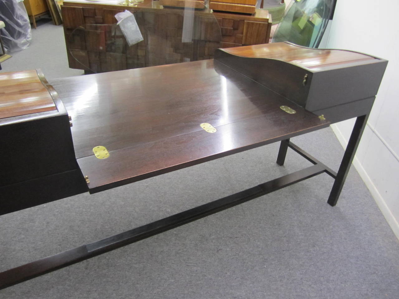 Excellent Rosewood Roll Top Desk by Edward Wormley for Dunbar Mid-Century Modern For Sale 2