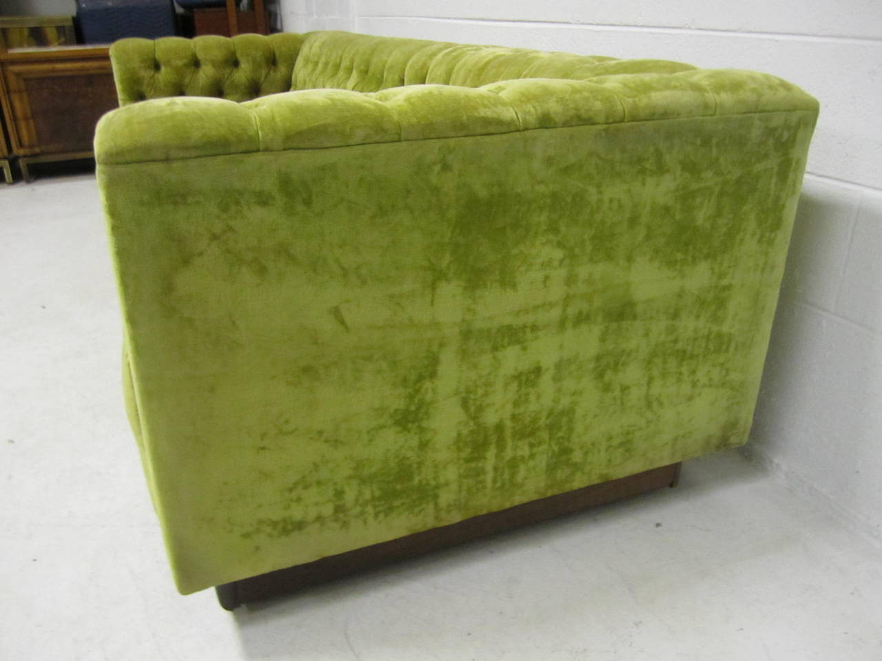 Awesome dunbar style chesterfield tufted sofa mid century for Decor jewelry chesterfield