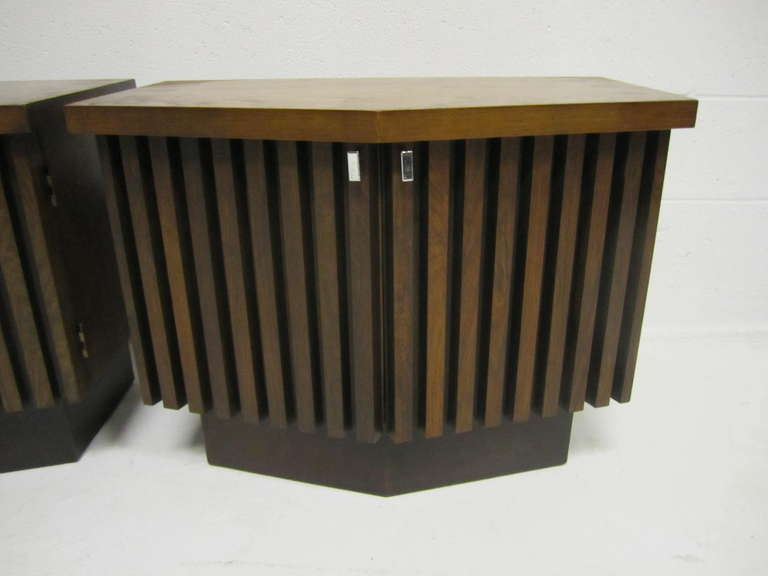 Handsome pair of Lane ribbed front plinth base walnut night stands.  I especially love the large in-layed rosewood squares on the angled top.  The ribbing is thick and chunky and is well constructed.  You will be well please with the quality and