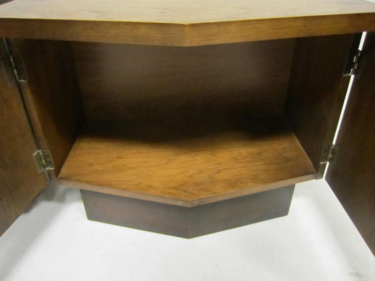 Rosewood Handsome Pair Of Ribbed Front Plinth Base Lane Night Stands Mid-century Modern For Sale