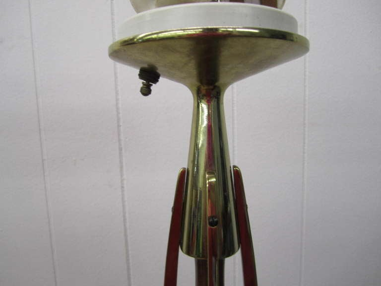 American Gorgeous Pair of Walnut and Brass Laurel Lamps, circa 1950s For Sale