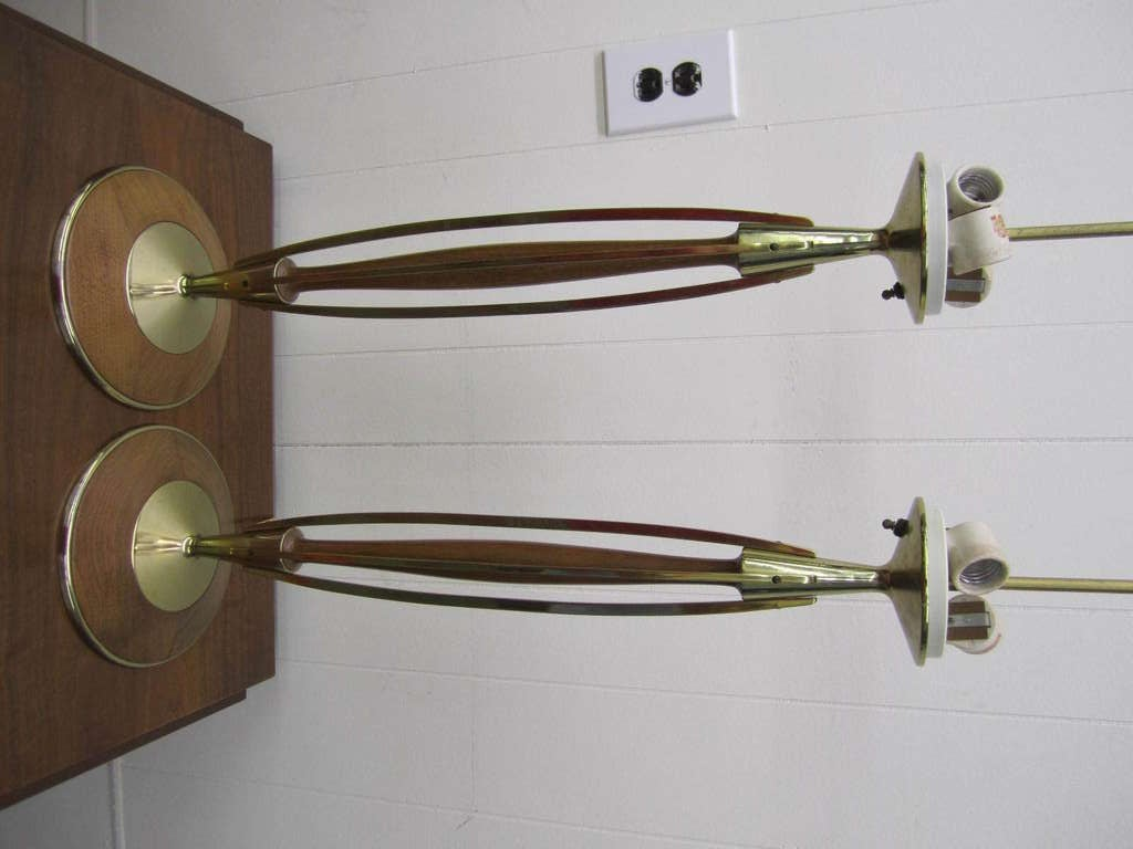 Gorgeous Pair of Walnut and Brass Laurel Lamps, circa 1950s For Sale 2
