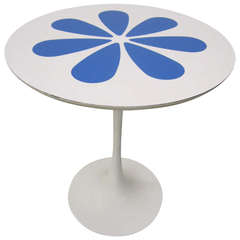 Wonderful Saarinen style White Laminate Flower Tulip Side Table Mid-century