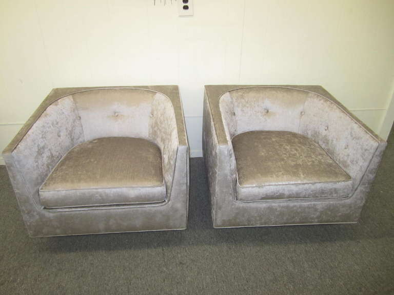 Pristine Pair of Probber Style Cube Club Chairs Chrome Base, Mid-Century Modern For Sale 3