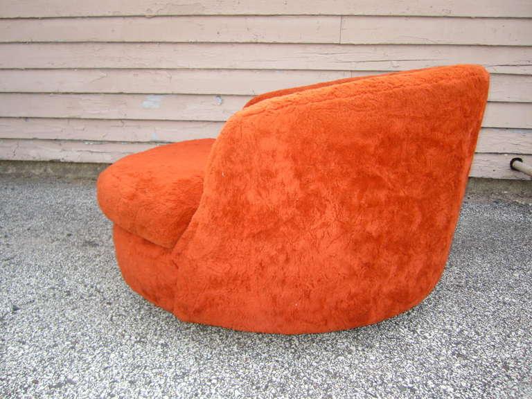 Wondeful Milo Baughman Oversized Round Swivel Lounge Chair Mid