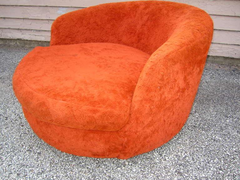 Wondeful Milo Baughman Oversized Round Swivel Lounge Chair