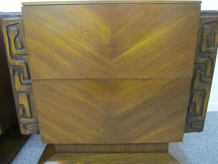 Mid-20th Century 2 Paul Evans Style Sculptural Brutalist Walnut Night Stands Mid-century Modern For Sale