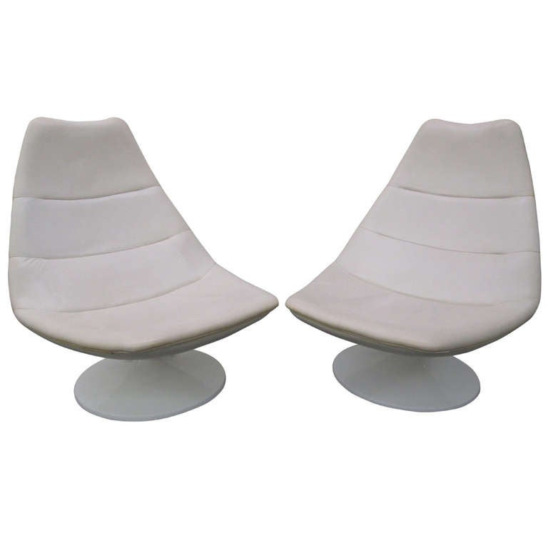 Pair Of White Leather Geoffrey Harcourt For Artifort Swivel Lounge - White leather lounge chair