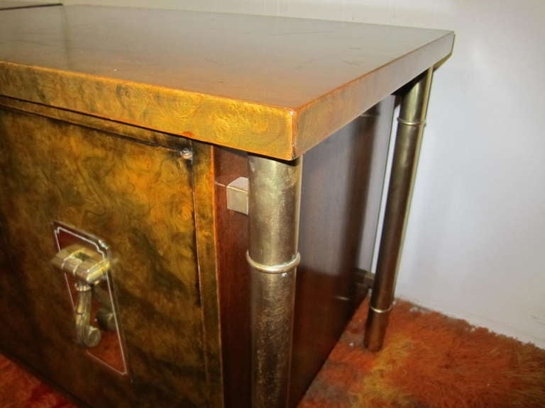 Fantastic Pair Of Burled Mastercraft Night Stand Mid-century Modern In Good Condition For Sale In Pemberton, NJ