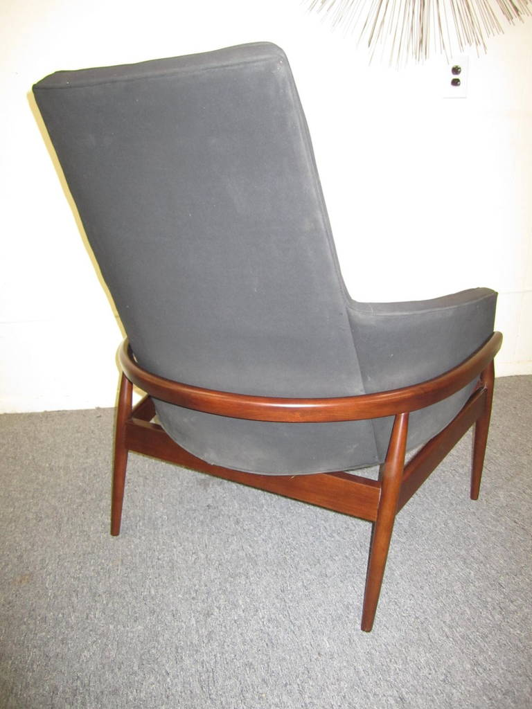 Oversized round swivel lounge chair mid century modern at 1stdibs - Gorgeous Milo Baughman Barrel Back Walnut Lounge Chair Mid Century Modern 3