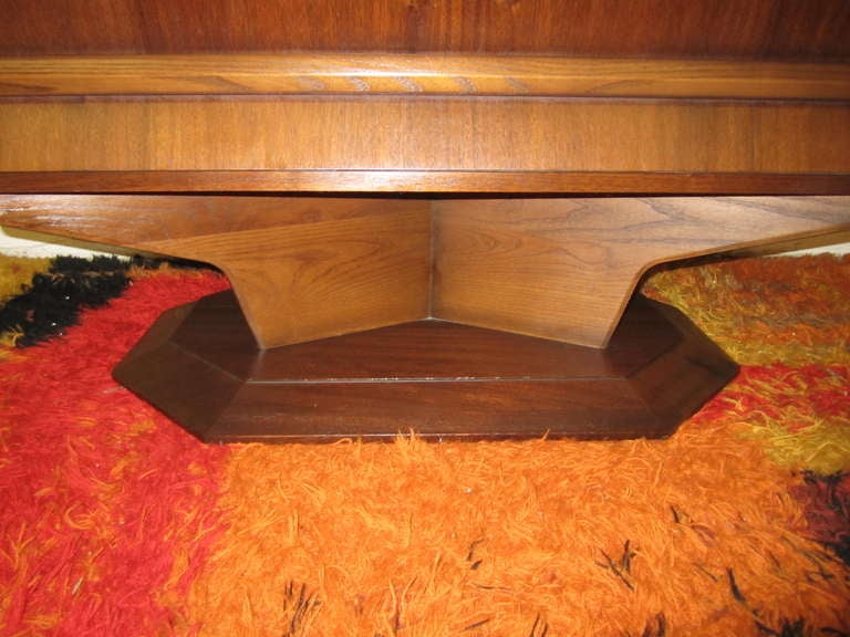 Fabulous Mid-century Modern 3 dimensional Walnut tall Dresser Danish In Excellent Condition For Sale In Medford, NJ