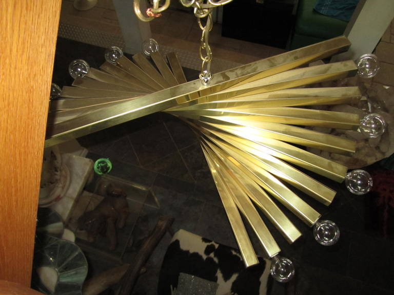 Spiral brass chandelier by Gaetano Sciolari, Italy, circa 1960. The chandelier is made of square brass bars forming a partial spiral. It takes ten lights bulbs. The body of the chandelier is 11