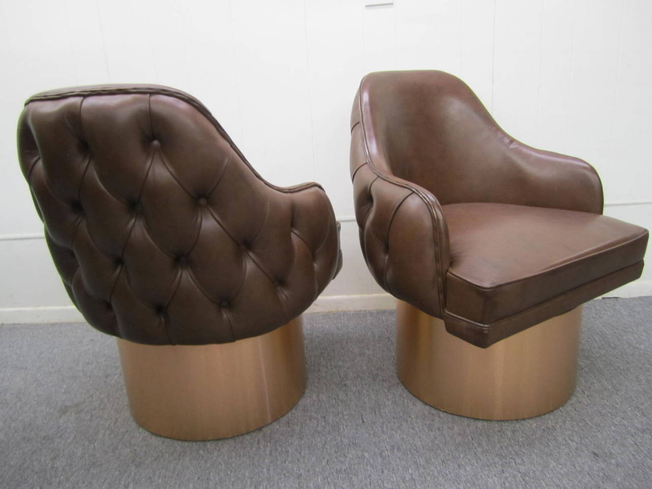 Excellent Set of Four Milo Baughman Style Tufted Back Leather Swivel Chairs For Sale 2