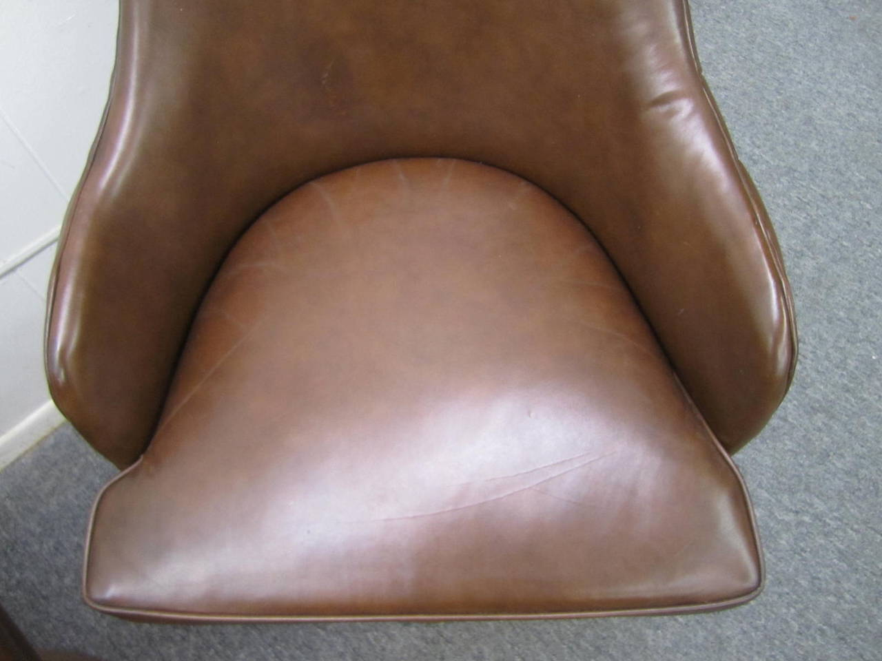 Copper Excellent Set of Four Milo Baughman Style Tufted Back Leather Swivel Chairs For Sale