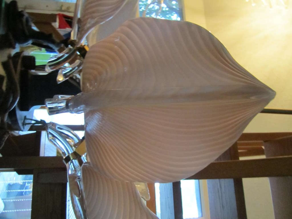 Stunning Pink Camer Glass Lily Chandelier Hollywood Regency In Good Condition For Sale In Pemberton, NJ