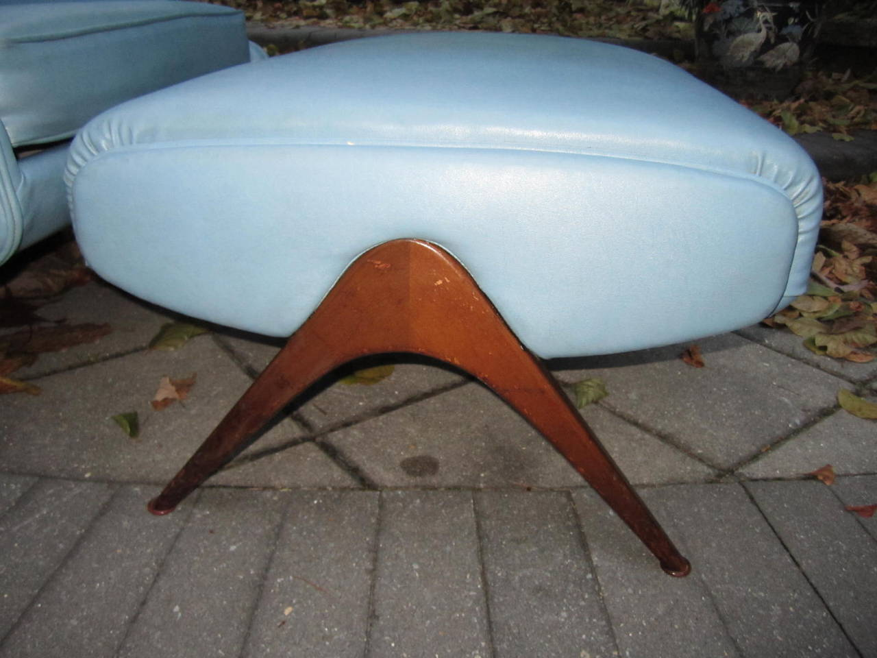 Exciting Mid-Century Modern Lounge Chair with Ottoman In Good Condition For Sale In Pemberton, NJ