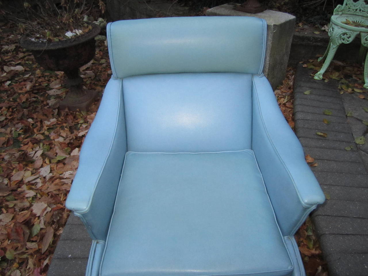 Exciting Mid-Century Modern Lounge Chair with Ottoman For Sale 1