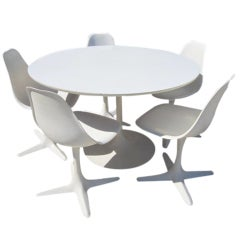 Gorgeous Set of 5 Saarineen Style Burke Chairs With Tulip Table