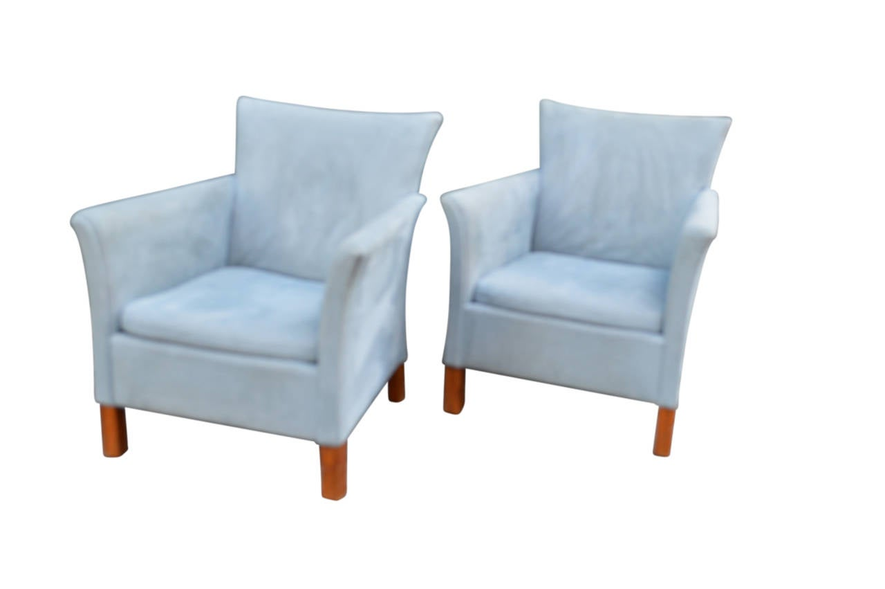 Pair of danish mid century modern armchairs at 1stdibs for Mid century modern armchairs