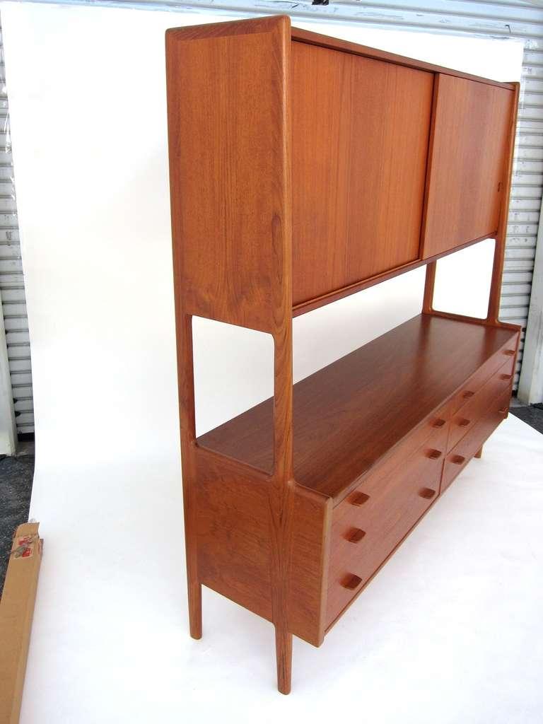 Hans wegner teak sideboard with hutch at 1stdibs for Sideboard hoch