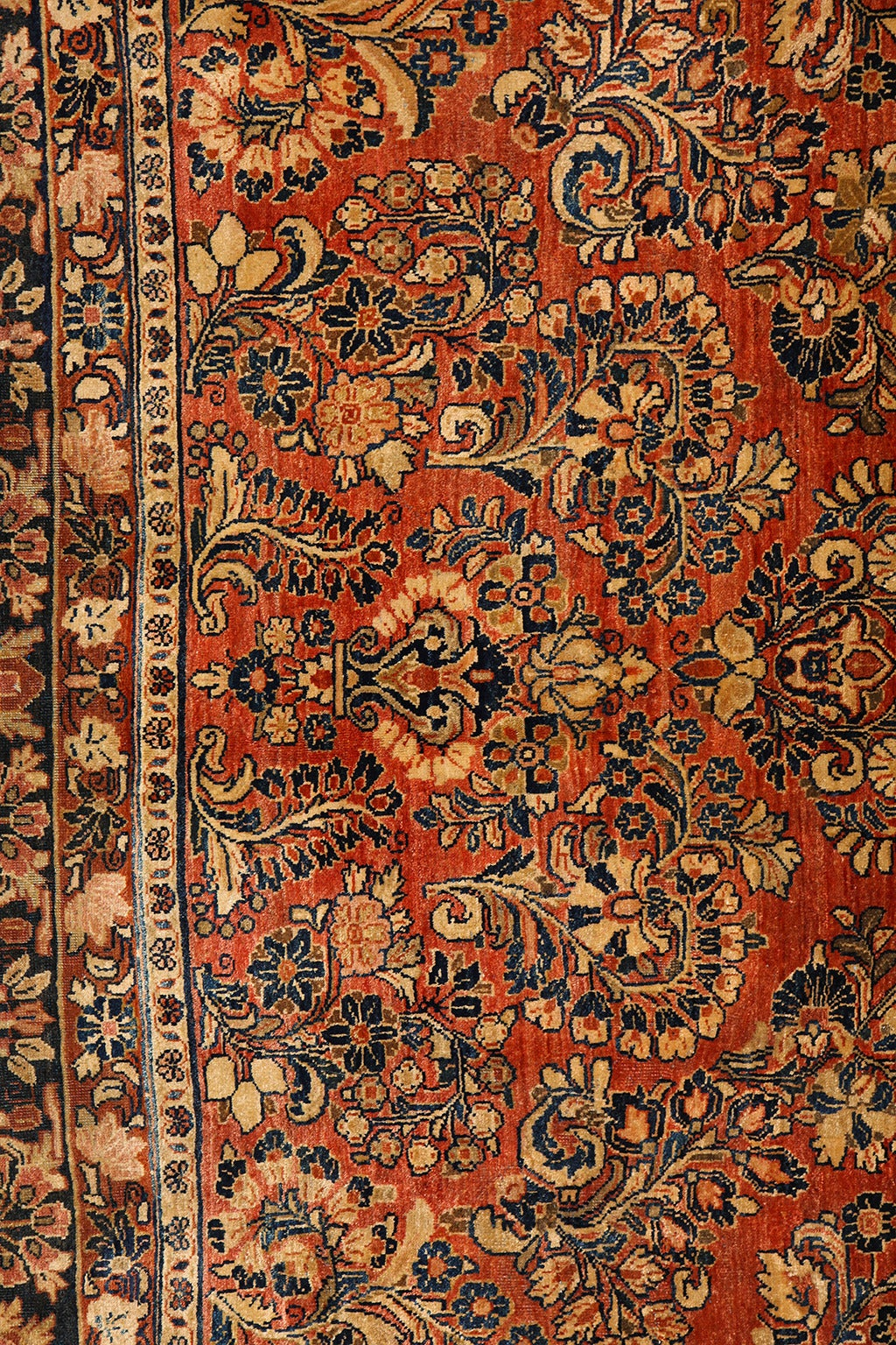 20th Century Persian Sarouk Carpet with Pure Wool Pile and Natural Vegetable Dyes, circa 1910 For Sale