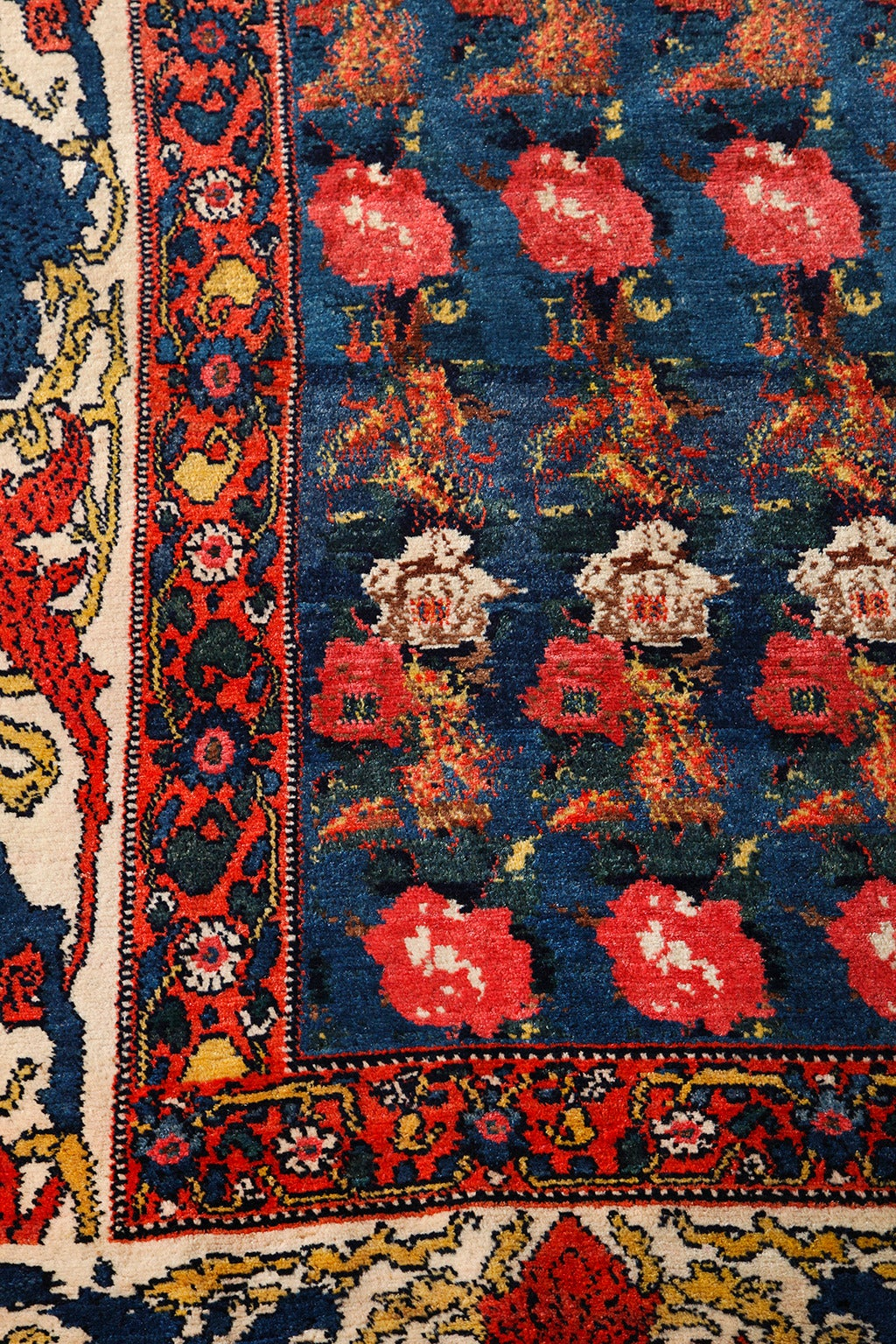 Persian Senneh Carpet circa 1900 with Pure Wool Pile and Natural Vegetable Dyes For Sale 3