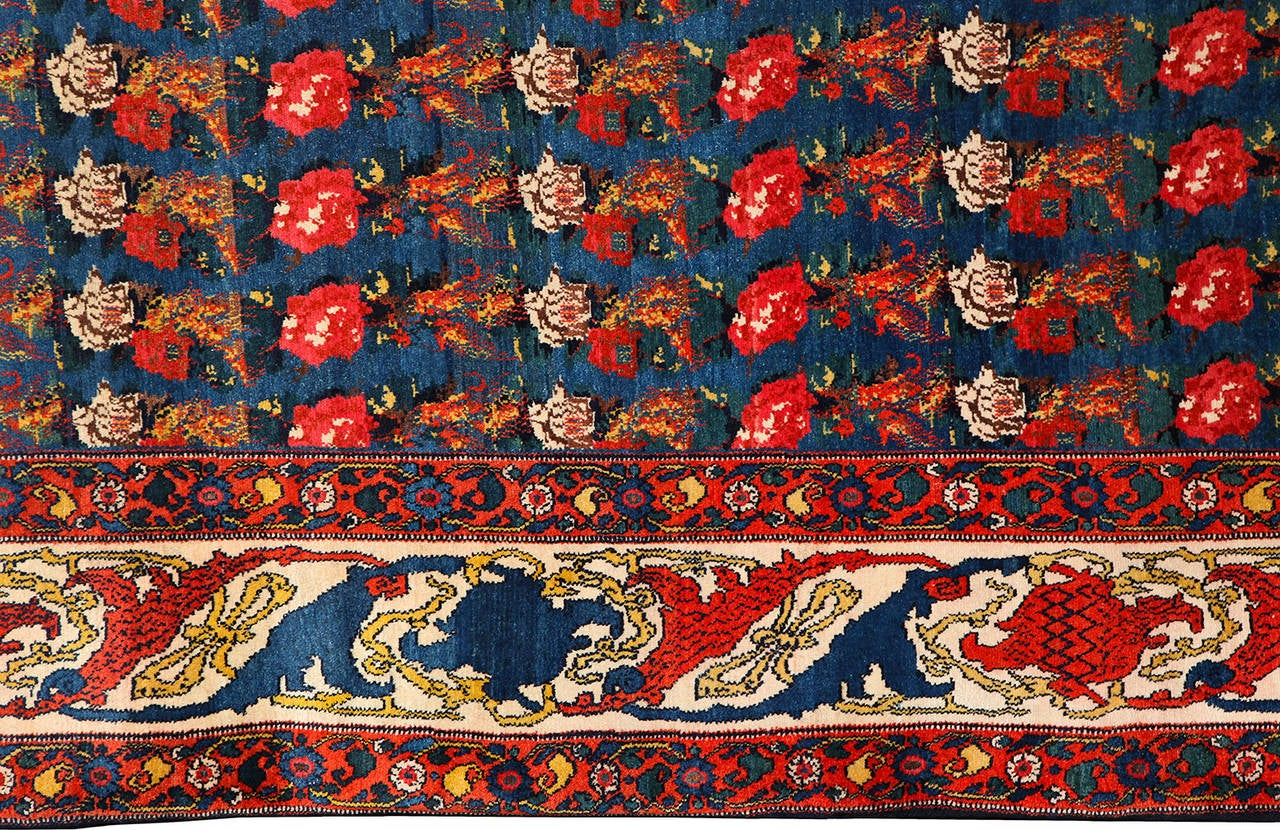 Persian Senneh Carpet circa 1900 with Pure Wool Pile and Natural Vegetable Dyes For Sale 1
