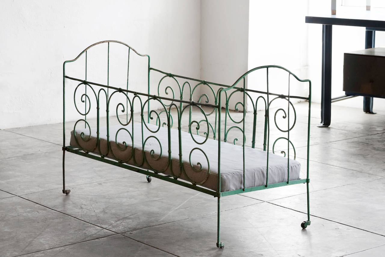 Antique french iron bed - Antique French Wrought Iron Baby Crib 2