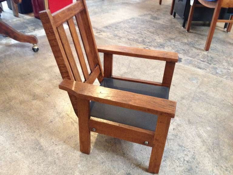 Child's Mission Antique Chair in the style of Stickley. Perfect for a kids  room or - Antique Mission Style Oak Child's Chair At 1stdibs