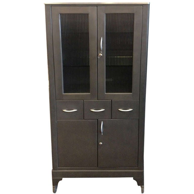 1950 39 s vintage medical cabinet at 1stdibs. Black Bedroom Furniture Sets. Home Design Ideas